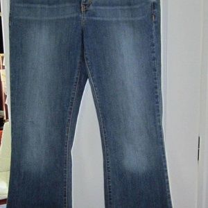 10 Calvin Klein Jeans-Flare-Mid-Rise-Blue-Worn 1ce